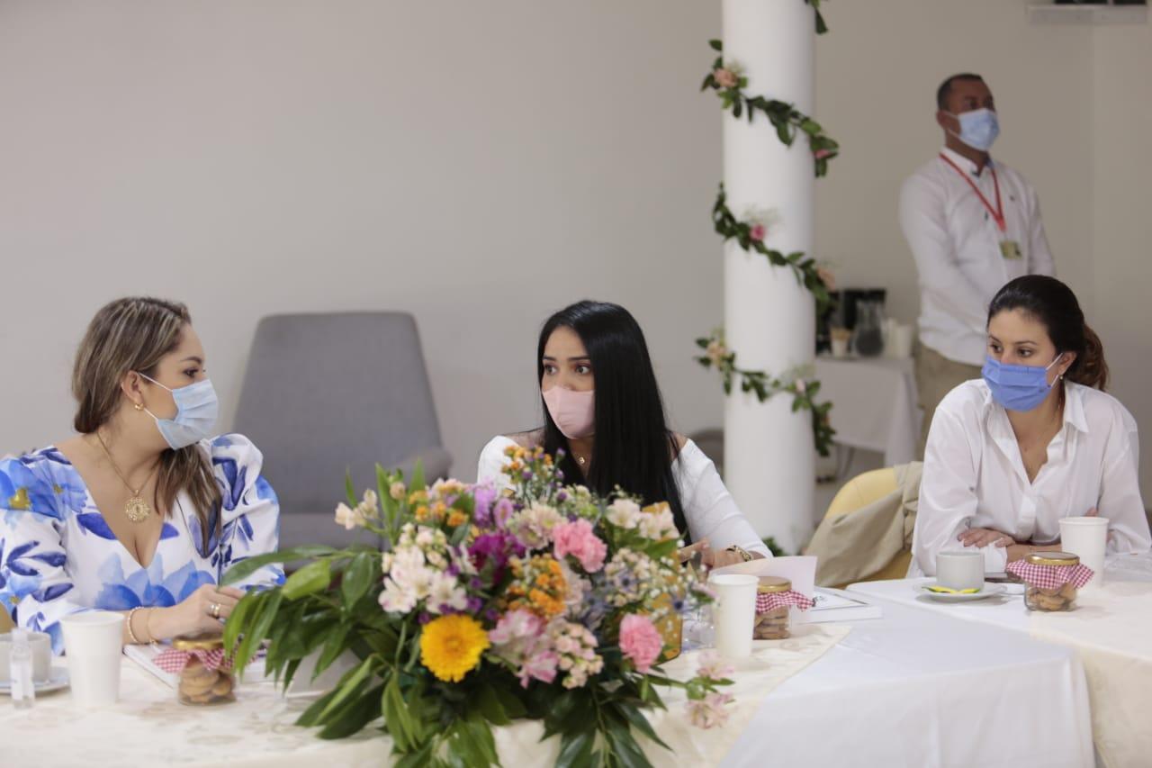 https://www.notasrosas.com/Alcalde y gestora social de Riohacha participaron en Cumbre de Alcaldes, en Ibagué