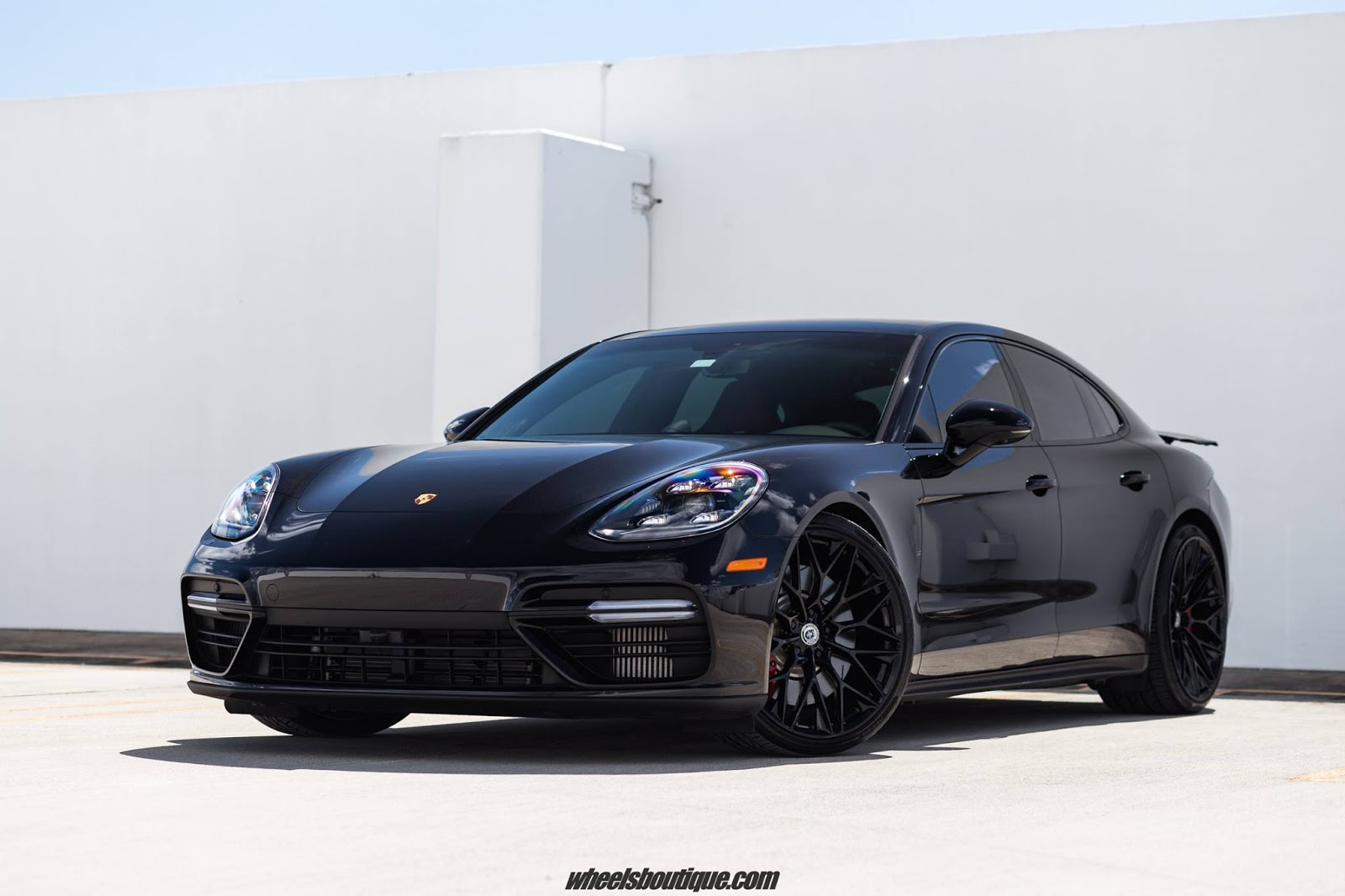 new porsche panamera looks even better with aftermarket wheels carscoops. Black Bedroom Furniture Sets. Home Design Ideas