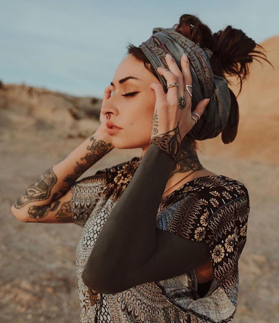 woman eyeball tattoo lose eye