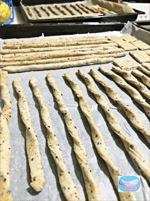 ekşi mayalı kraker tarifi, kraker tarifi, ev yapımı kraker, kraker yapımı, karakılçık unu