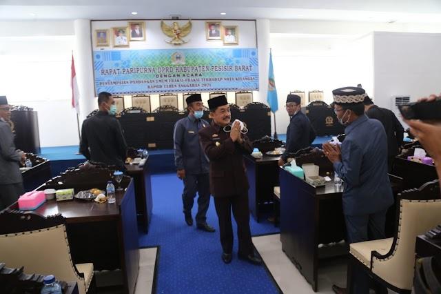 Pjs. Bupati Pesisir Barat Hadiri Rapat Paripurna DPRD Kabupaten Pesisir Barat