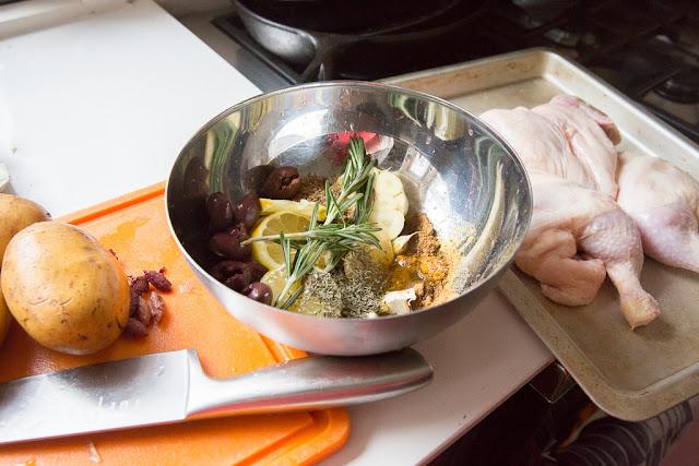 sitruunakanan mausteet sekoitetaan keskenään kevyeksi marinadiksi