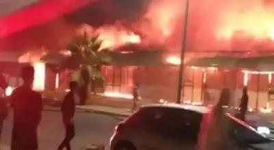 حريق ضخم يلتهم 60 محلا تجاريا والاستعانة بـ 11 شاحنة إطفاء لإخماد النيران