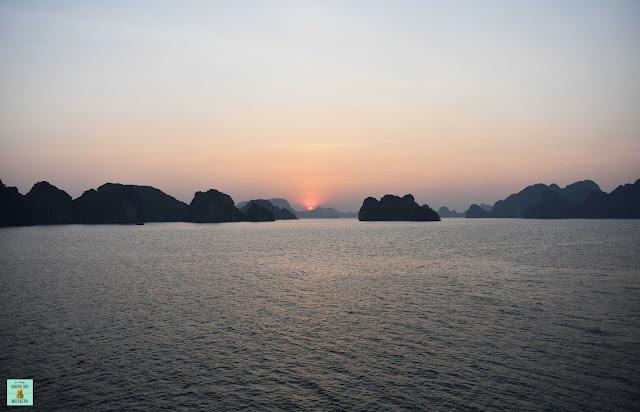 Amanecer en Bahía de Halong, Vietnam