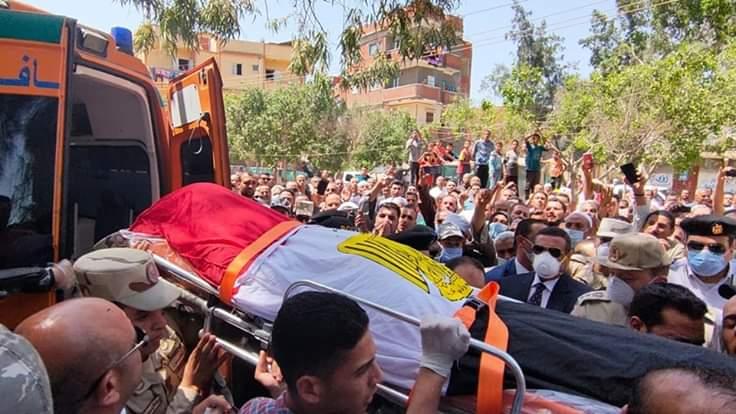 بالصور محافظ البحيرة يشهد جنازة تشييع جثمان الشهيد البطل محمد عبد العزيز الجوهري إبن كوم حمادة
