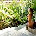 Ex Panicat Tânia Oliveira exibe corpão durante férias em praia paradisíaca da Bahia