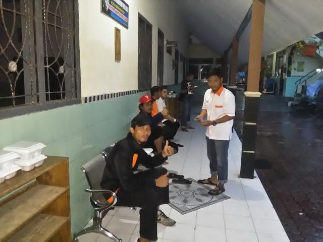 Team KOKAM melepas penat dan berbuka puasa setelah kegiatan