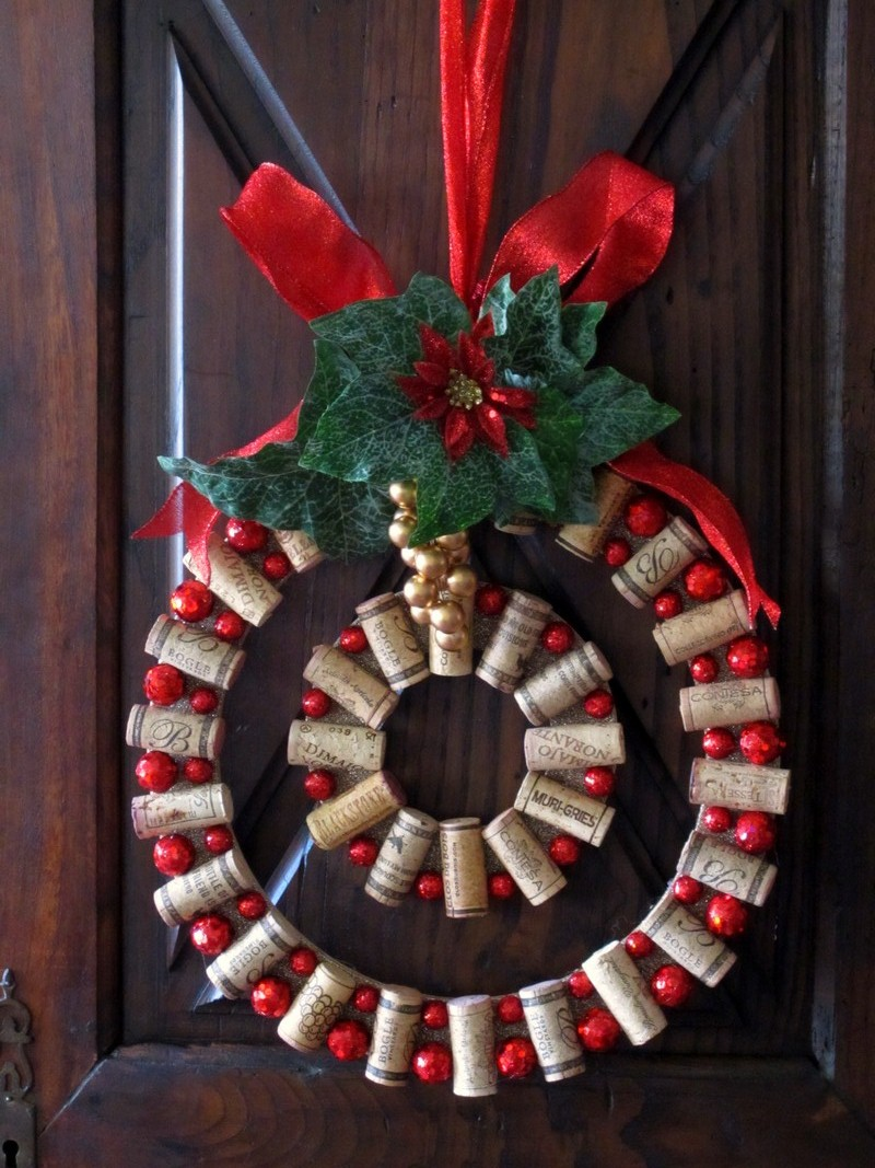 Wine cork diy wine cork christmas wreath for Christmas craft shows in delaware
