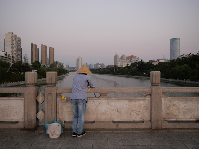 Fishing at the Feihuang River (废黄河) on Xi'an Bridge