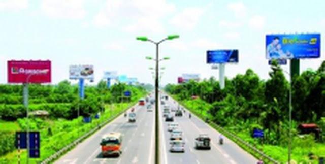 Hình ảnh banner quảng cáo trên đường cao tốc