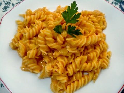 pasta con queso y tomate