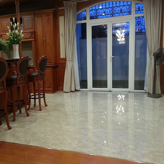 sàn nhà đá hoa cương màu trắng
