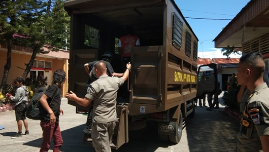 "Anak ""Punk"" Diamankan Satpol PP Padang"