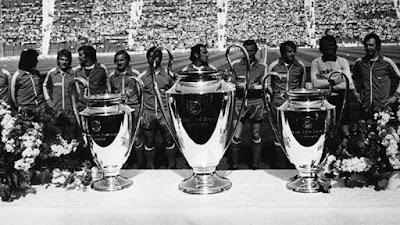 """Sejarah Klub FC Bayern Munchen     FC Bayern München atau Bayern München adalah klub olahraga terbesar kedua di dunia setelah FC Barcelona dengan 125.115 anggota, mengungguli Real Madrid, Manchester United (MU), AC Milan dan Inter Milan. Pada tanggal 27 Februari 1900 FC Bayern München, Salah satu tim Sepak bola tersukses di Eropa dan Jerman, didirikan. Awalnya, Setelah pertikaian antara manajemen klub dan pemain dari MTV 1879 München di bar """"Gisela"""" di Schwabing, 11 pemain memutuskan untuk memisahkan diri dan membentuk klub sendiri dibawah manajemen Franz John pada 27 Februari 1900.   Nama yang dipilih untuk klub yang baru adalah FC Bayern München. Ini adalah awal dari cerita sukses yang unik Kemenangan ditahun 1932 di Nuernberg pada final melawan Eintracht Frankfurt adalah kemenangan pertama dari total 20 gelar kemenangan. FC Bayern München tidak ikut saat Bundesliga dibentuk. Namun ditahun 1965, klub ini dipromosikan dan menjadi nomor tiga pada musim berikutnya dan sejak saat itu menjadi anggota tetap di Bundesliga, memenangkan 21 gelar kemenangan Bundesliga dan menempatkan klub ini diurutan utama dari Bundesliga. Sejauh ini, FC Bayern München adalah klub tersukses.   Seratus tahun pertama Bayern München–Sejarah dan kisah suksesnya dimulai dan diakhiri dengan nama"""