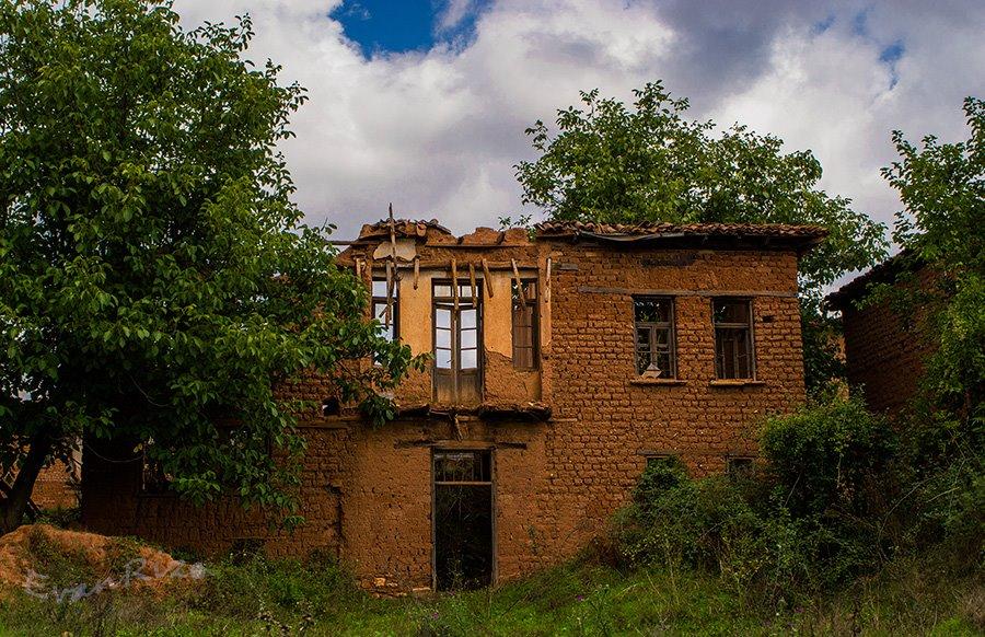 Τα πλινθόκτιστα του χωριού Κρανιώνας Κορεστείων