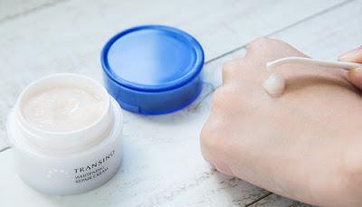 Transino Whitening Repair Cream mang lại một làn da trắng mịn luôn tươi trẻ