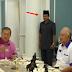 Lelaki Bersongkok ini ceritakan saat-saat rasa amat takut dan gementar kerana lakukan kesalahan pada Sultan Johor, namun jangan terkejut lihat apa yang Sultan Johor lakukan ke atasnya selepas itu amat mengejutkan.