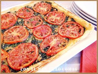 Hojaldre de espinacas y atún con tomates