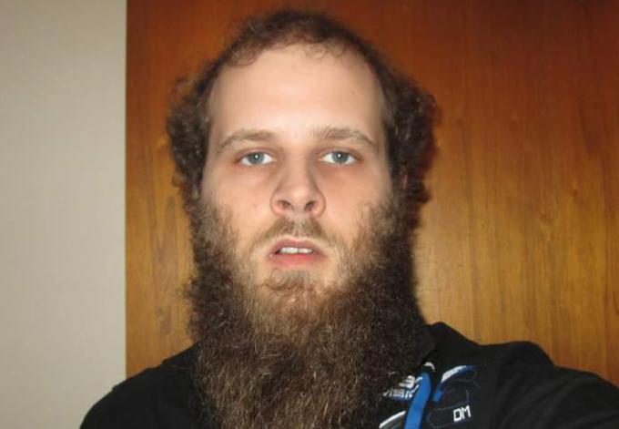 Celui qui a brisé la mâchoire d'une chauffeuse d'autobus est accusé et détenu