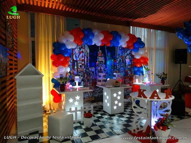Decoração temática Nova York para festa para aniversário infantil de meninas. Festa decorada na Barra da Tijuca - Rio de Janeiro (RJ)
