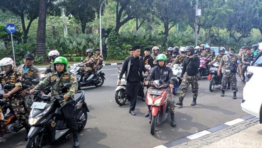 Protes Ceramah Felix Siauw, Konvoi Banser Tiba di Balai Kota DKI