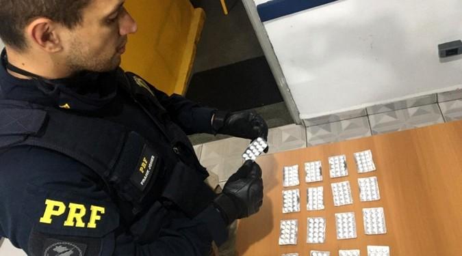 "VÍDEO: PRF apreende 255 comprimidos de ""rebite"" na Régis Bittencourt"