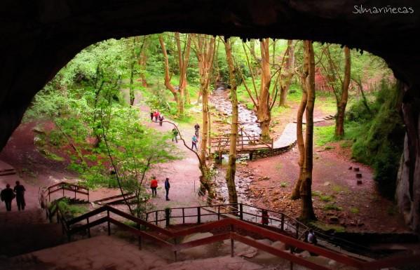 SILMARIECAS Recorriendo el valle del Baztn cuevas de Zurragamurdi y paseo en Urdax