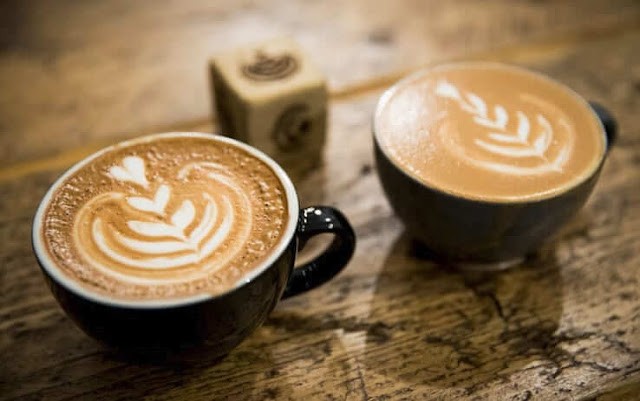 Ngoài ra, nếu đến Italy, bạn nên thử những loại cà phê khác như Corretto (được nhỏ thêm vài giọt rượu), Freddo (cà phê đá), Americano (cà phê kiểu Mỹ nhưng đậm hơn, tuy chưa bằng Espresso), Hag (cà phê không có caffeine)…