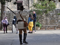 Man dressed in frontiersman style as an Alamo Defender