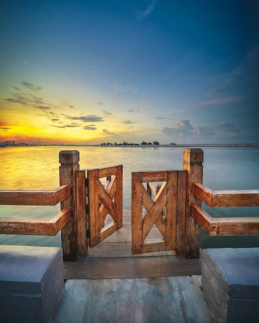 Door to the sky and the sea (Ancol)