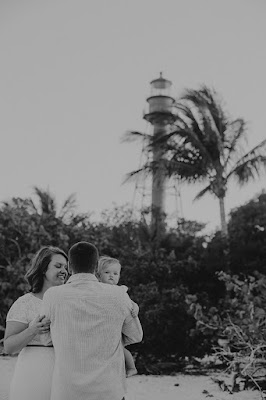family in front of the sanibel lighthouse