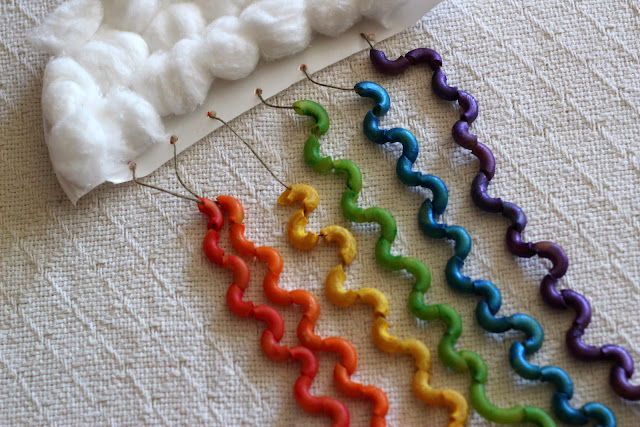 This colorful macaroni rainbow craft uses elbow macaroni and is a great way to keep kids busy! Great for St. Patrick's Day!