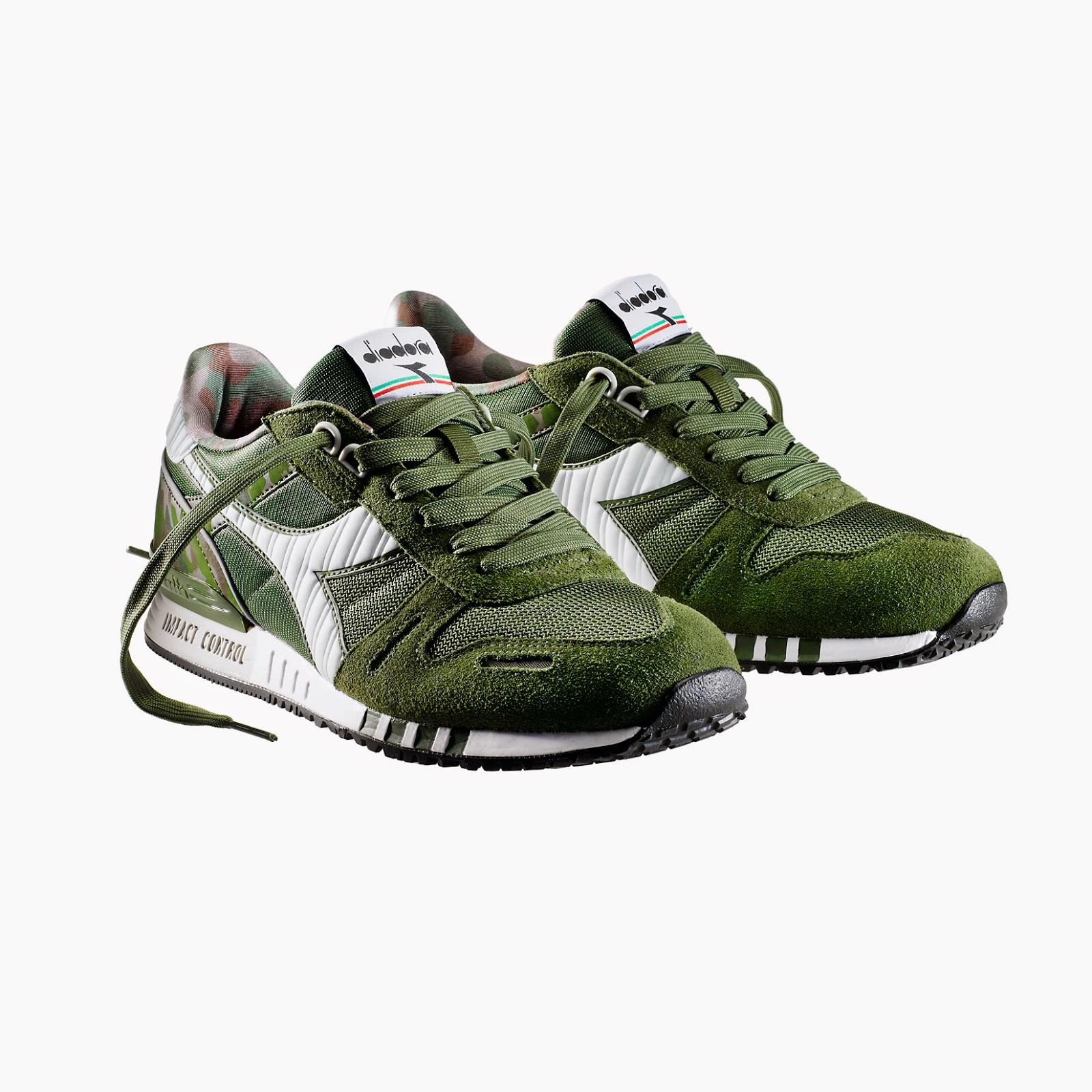 Una collezione di sneakers adidas e nike e adorazione dei piedi - 1 10