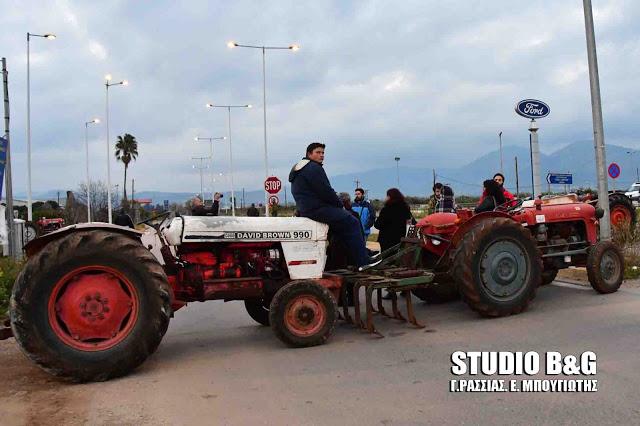 Πανελλαδικά μπλόκα αποφάσισαν οι αγρότες