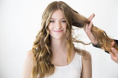 Gunakan Jari Untuk Menyisir Rambut