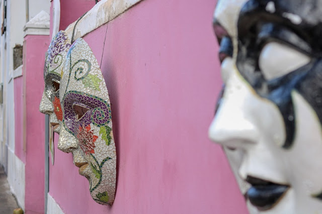 Foto: mascaras de carnaval nas ruas de Olinda, PE. Carina Pedro