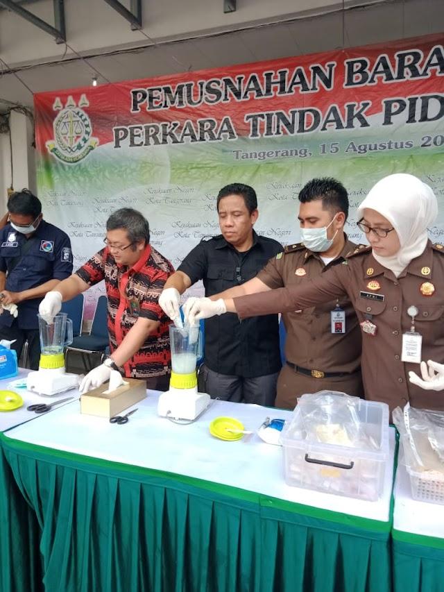 Kajari Kota Tangerang melakukan Pemusnahan Barang Bukti