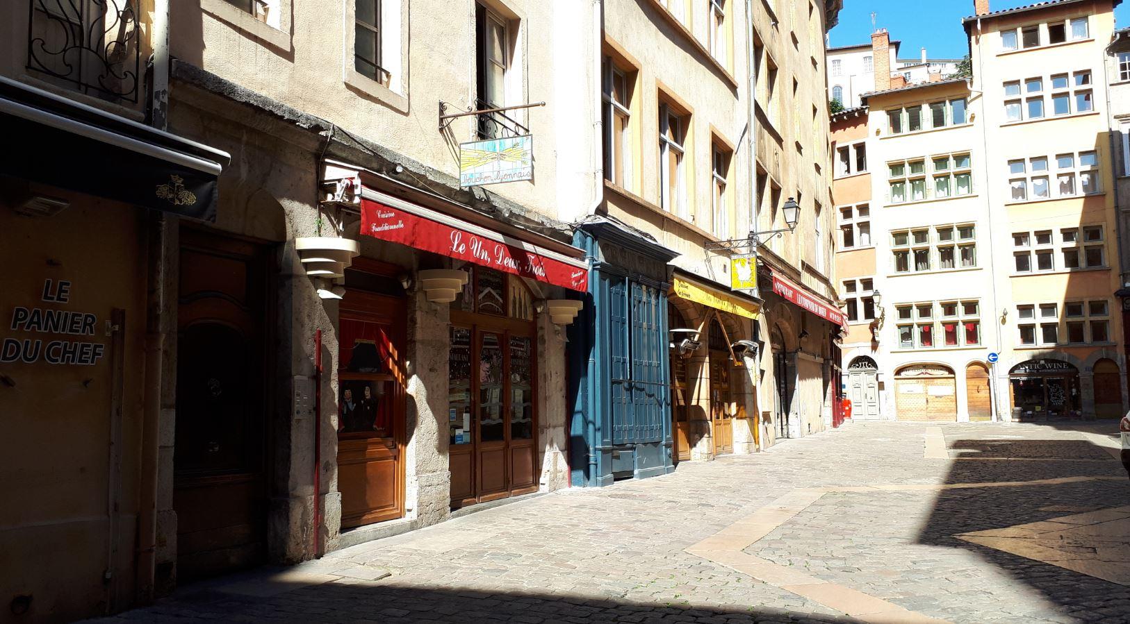 Place Neuve Saint-Jean dans le vieux Lyon