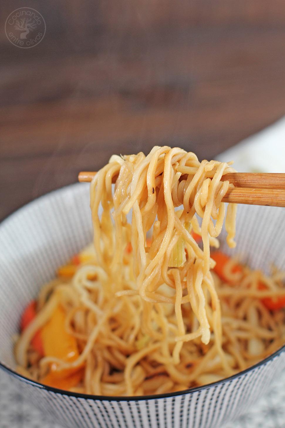 Wok De Fideos Chinos Con Calamares Y Verduras Receta Paso A Paso Cocinando Entre Olivos