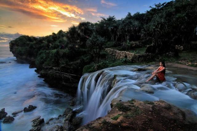 Air Terjun Pantai Banyu Anjlok, Malang