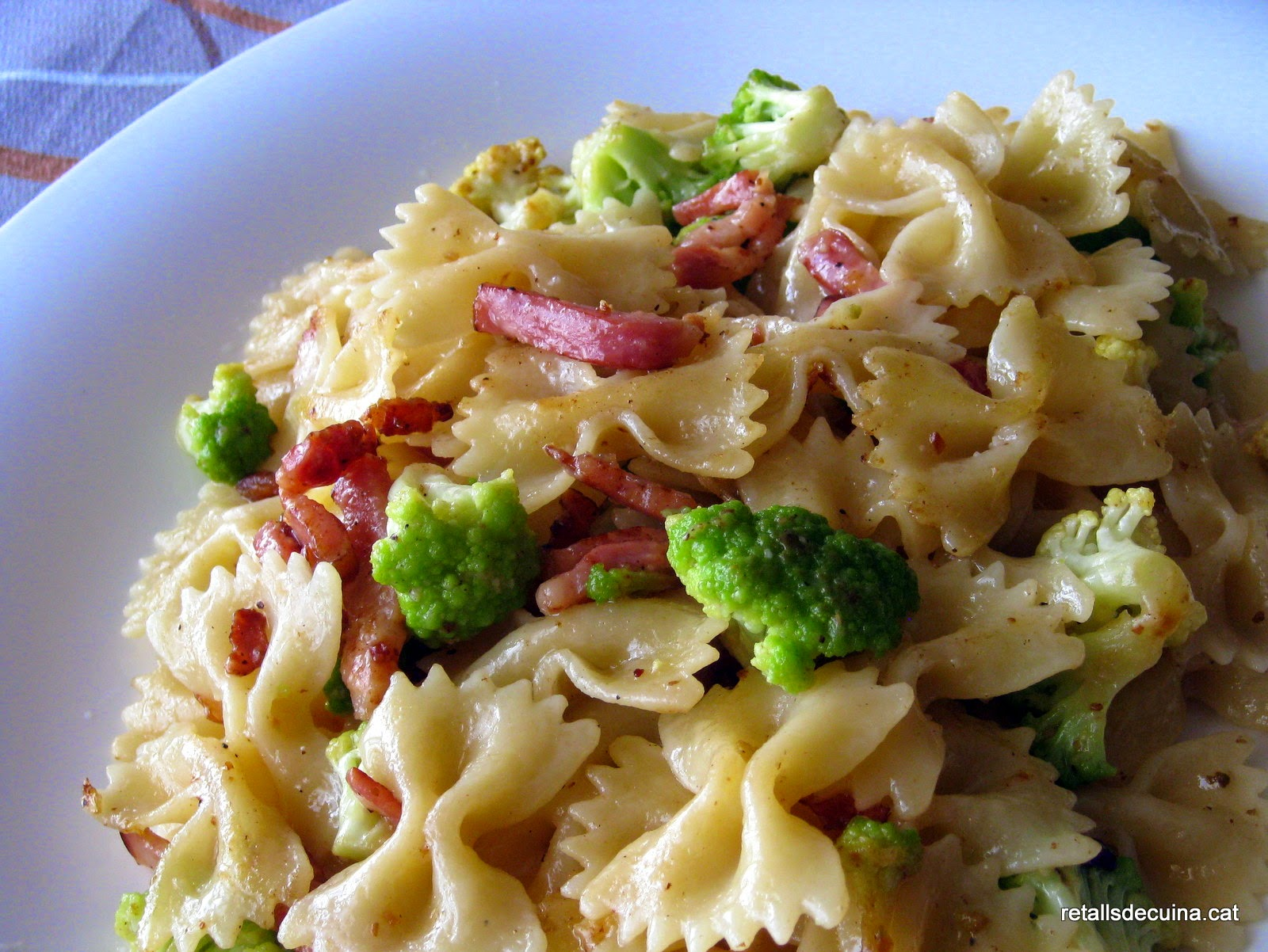 Farfalle amb bròquil i cansalada