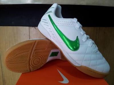 Sepatu Futsal Anak Nike Tiempo Natural IV Putih Hijau