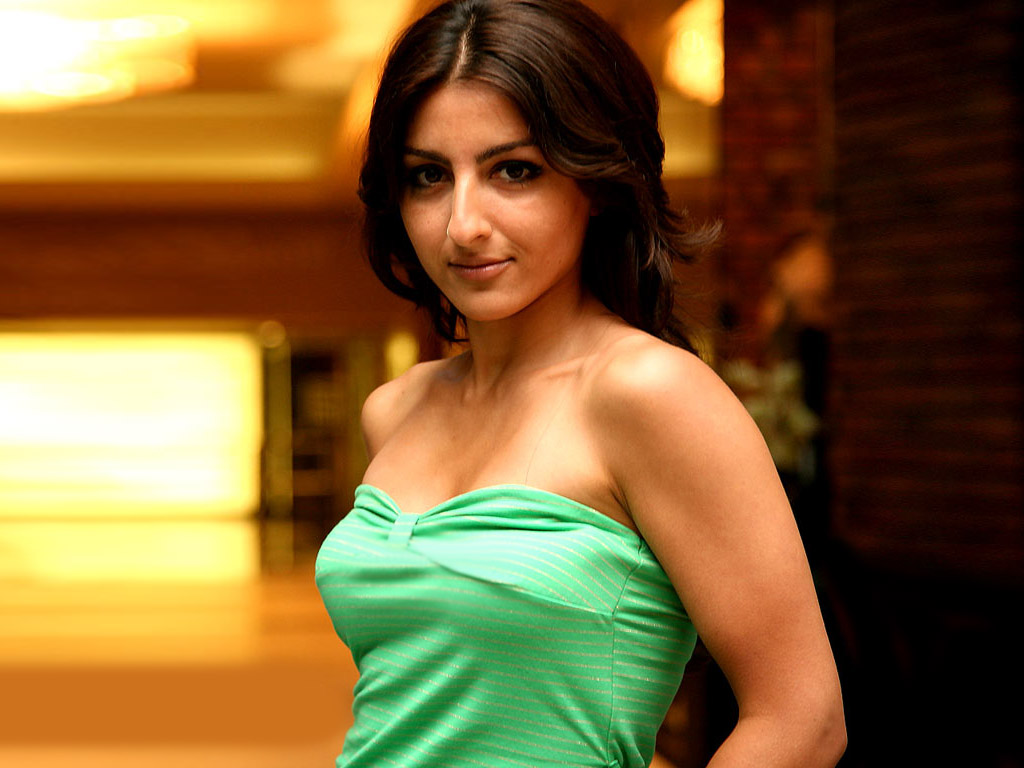 Soha Ali Khan Nude Video