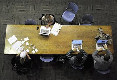Estudiantes realizando un curso de formación online y a distancia