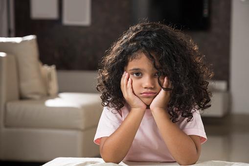 4 Faktor Penyebab Anak Kurang Ceria dan Cara Mengatasinya
