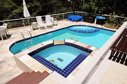Piscinas de concreto alvenaria e azulejo for Construccion de piscinas de concreto