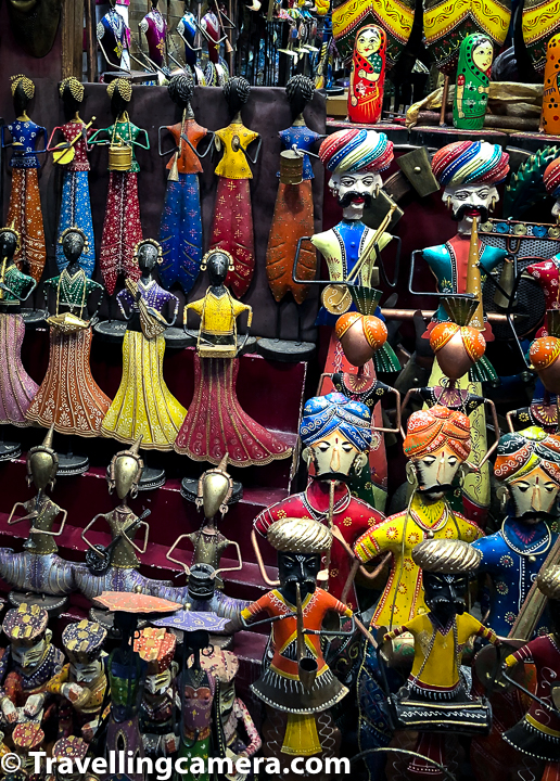 Udaipur is also a great place for shopping handicraft for your home or gifting. Many of the markets around Lake Pichola and City Palace has colourful souvenirs apart from decorative stuff.
