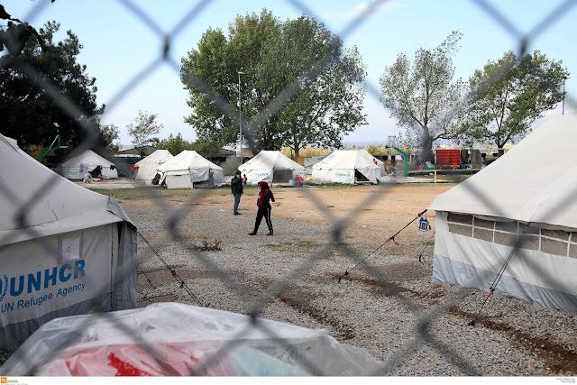 Βοήθημα έως 1.490 ευρώ και επίδομα ενοικίου για πρόσφυγες