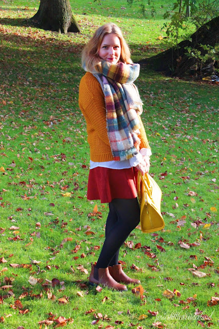 knitwear, josie´s little wonderland, outfit, fashion, blog, fashionpost, autumcolours, edmond louis bag, yellow bag, scarf, big scarf