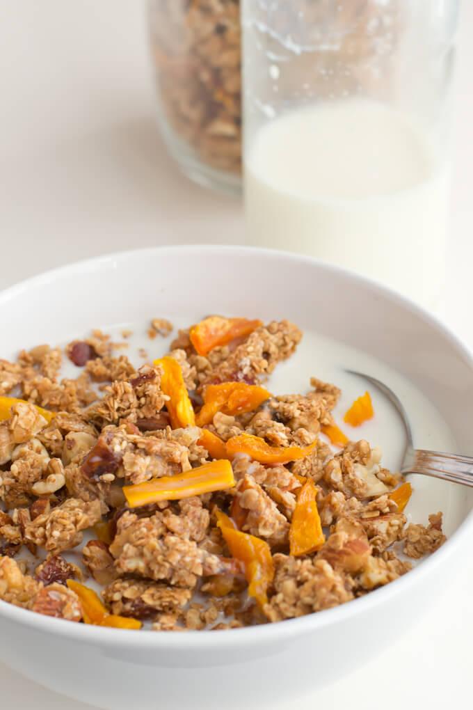 Homemade granola | danceofstoves.com #vegan #healthy